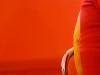 Jaune sur fond rouge